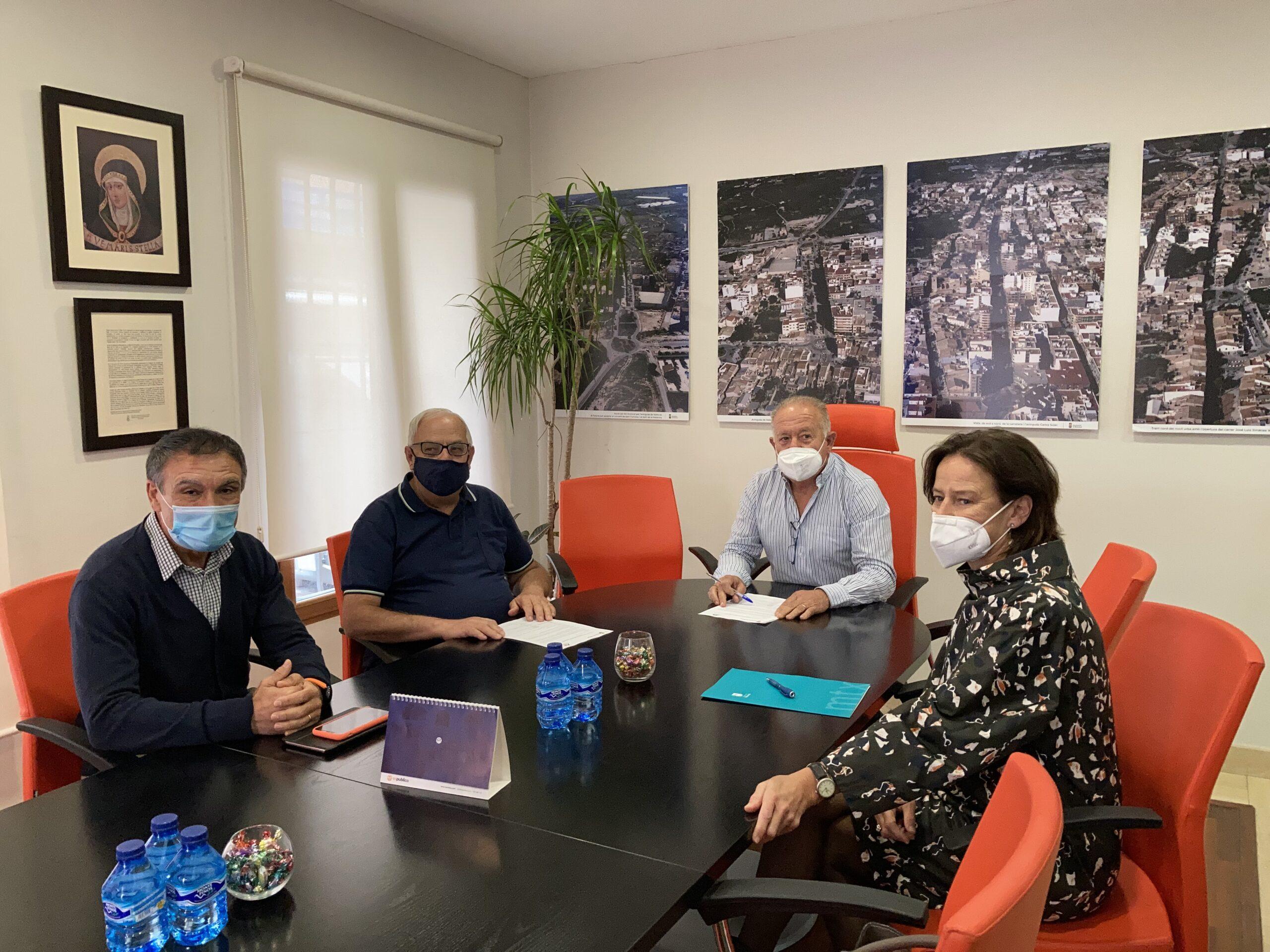 Firma del convenio entre el Consistorio y la Asociación de Comerciantes de Mutxamel